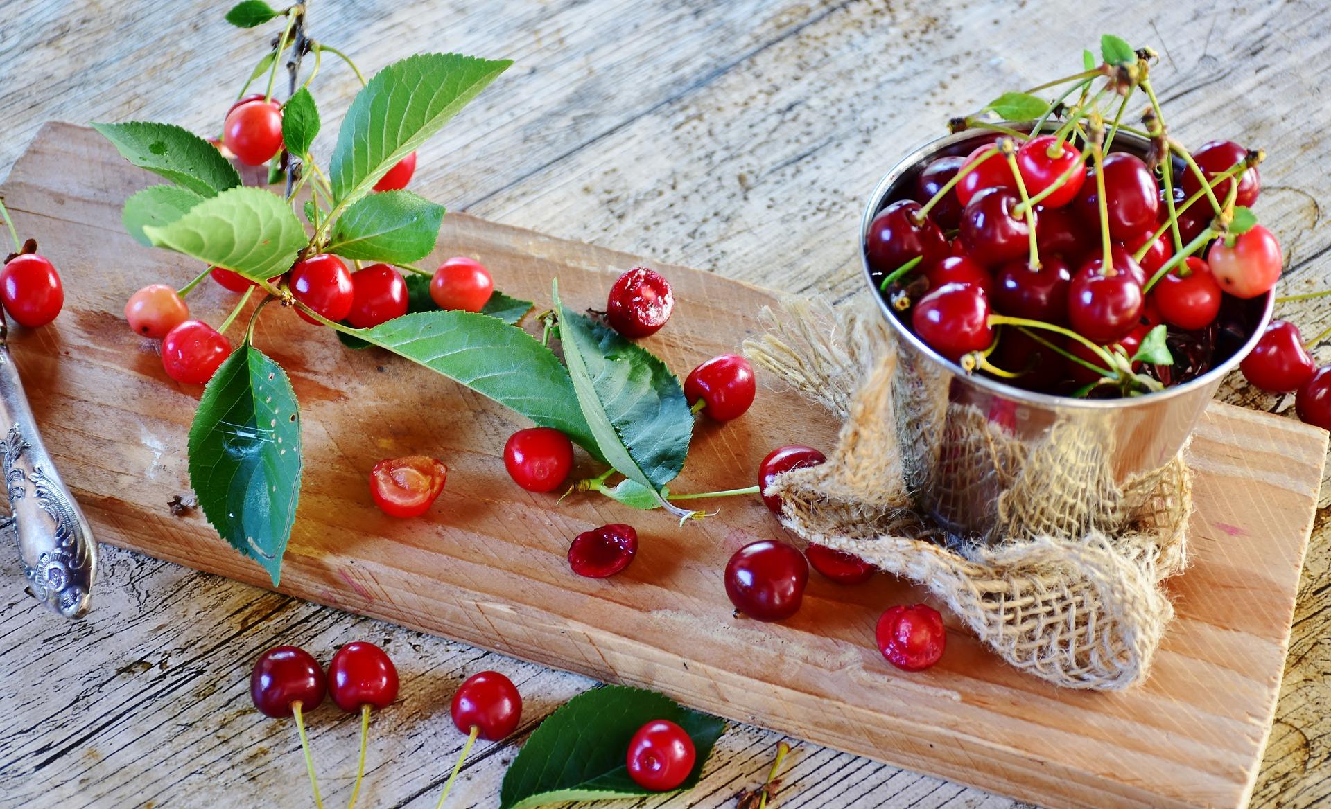 sour-cherries-3487221_1920
